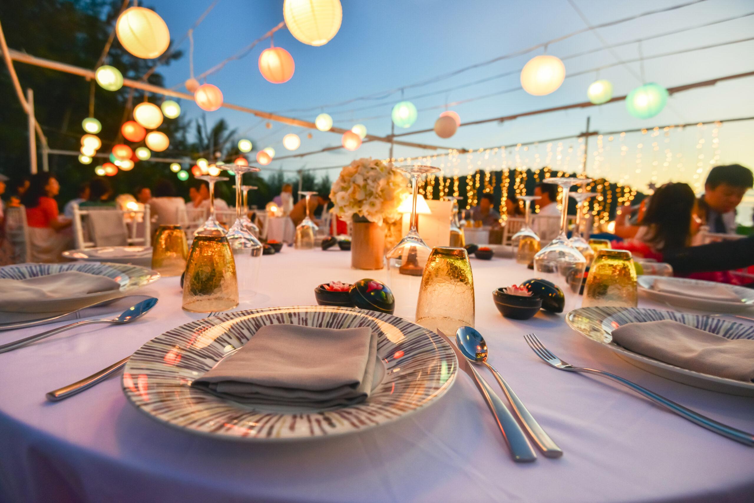Tisch gedeckt für Party Event Catering Service